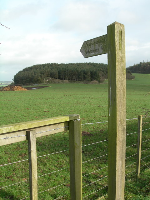 Footpath sign to Blinkbonny
