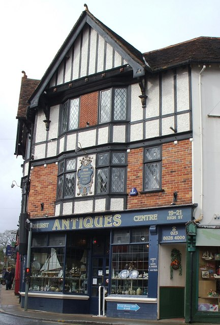 Antiques Shop in Lyndhurst