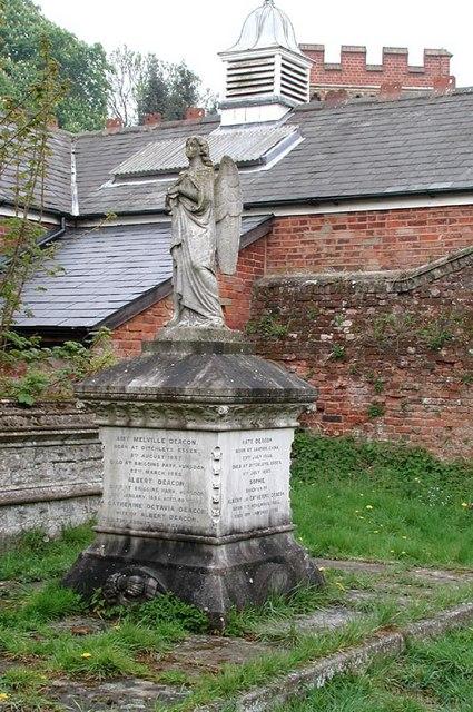 St Dunstan, Hunsdon, Herts - Churchyard