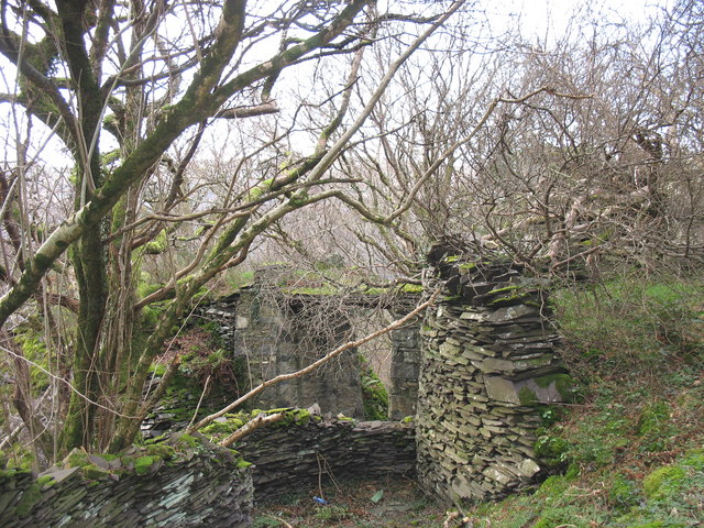 The abutment of the bridge linking Chwarel y Faenol and its western rubbish run