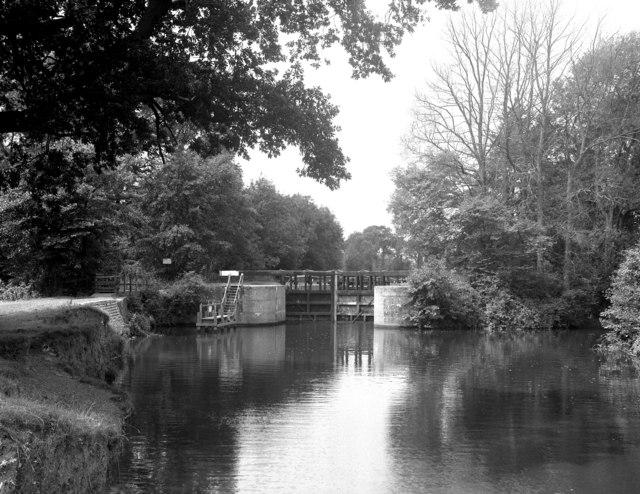 Oak Weir Lock, River Medway, Kent