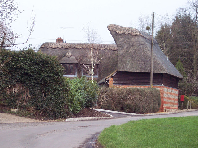 Interesting thatched cottage at Braishfield