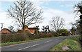 SP8626 : Vicarage Farm by Richard Thomas