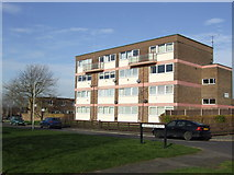 SU7009 : Block of flats in Gammon's Hill by Jonathan Billinger