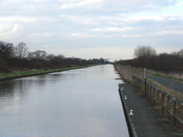 New Junction Canal looking from Kirk lane Bridge to Sykehouse Road Bridge