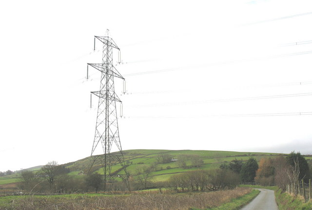 View past the pylon towards Ty-uchaf on the side of Y Foel