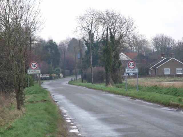 Road entering Bunwell