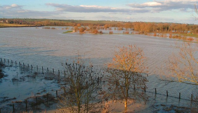River Thame in Flood at Chearsley 14