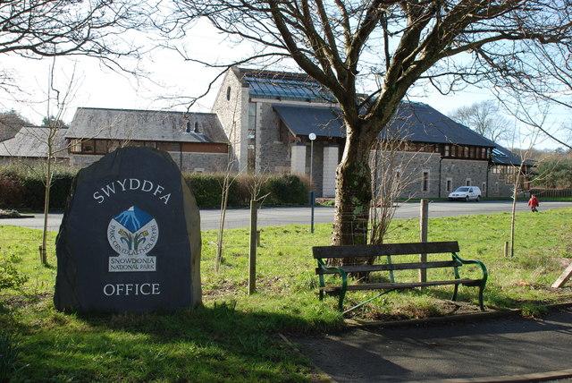 Swyddfeydd Parc Cenedlaethol Eryri-Snowdonia National Park Offices