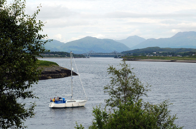 Boat LOLA entering Dunstaffnage Bay