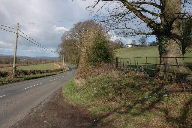 The B4230 near Shoals Bank