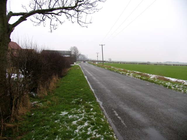Road past Brickyard Farm