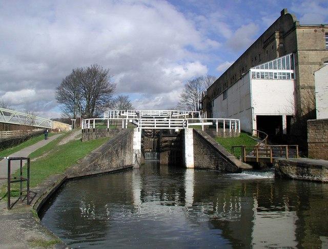 Three Rise Lock, Bingley