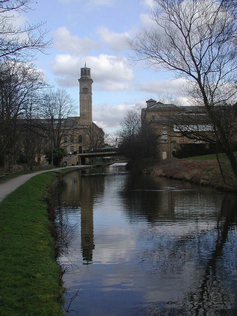 Leeds & Liverpool Canal, Saltaire