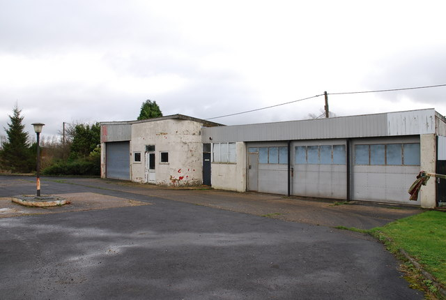 Disused garage on A30