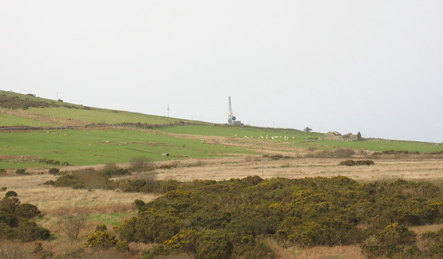 The Bwlch Mawr transmission mast and Cae Mwynen from the old turbary