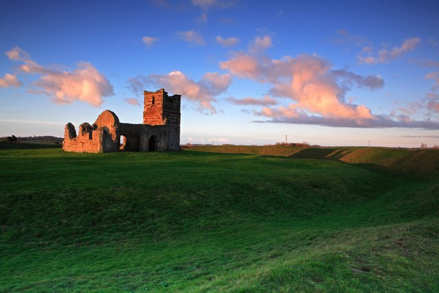 Sunrise at Knowlton church & earth works 2