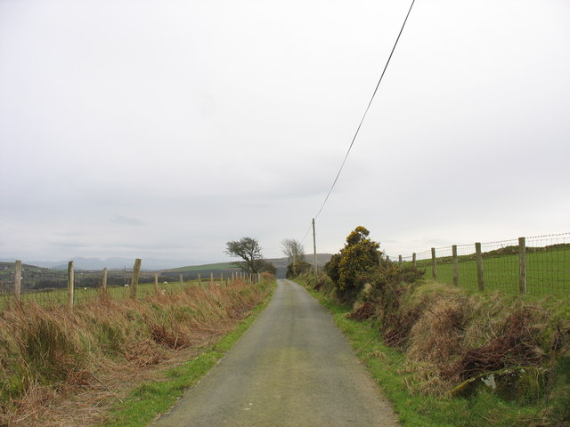 Looking south along the Cors-y-wlad road