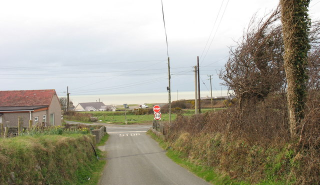 Junction of a minor lane with the A499 at Aberdesach