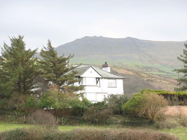 Y Bryn, Aberdesach