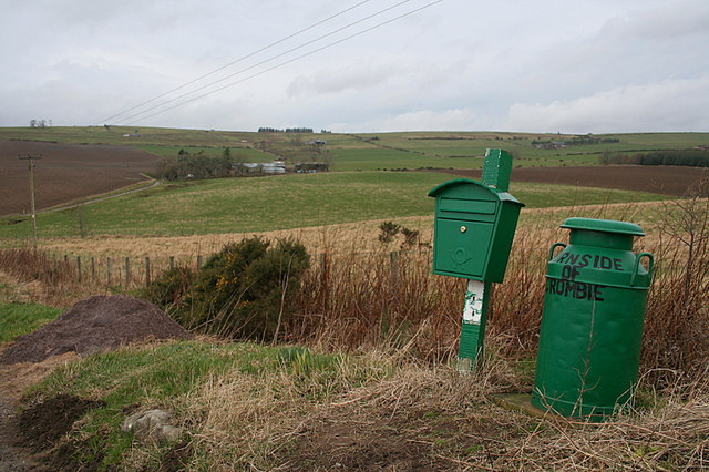 The attractive sign and post box for Burnside of Crombie.