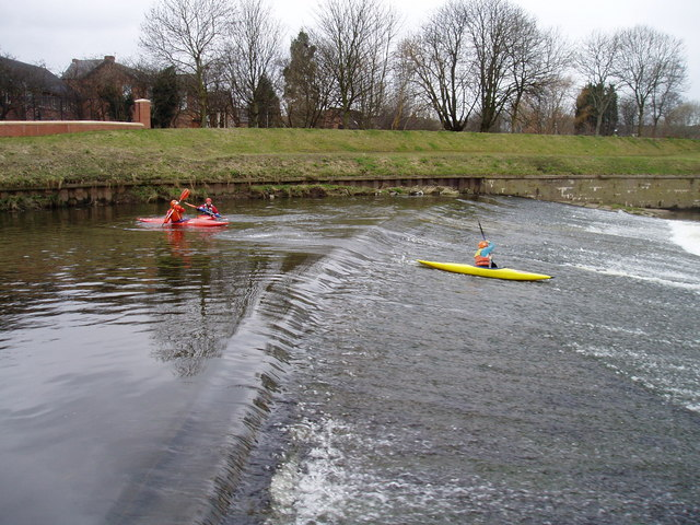 Canoeists on Northenden Weir - March 2006
