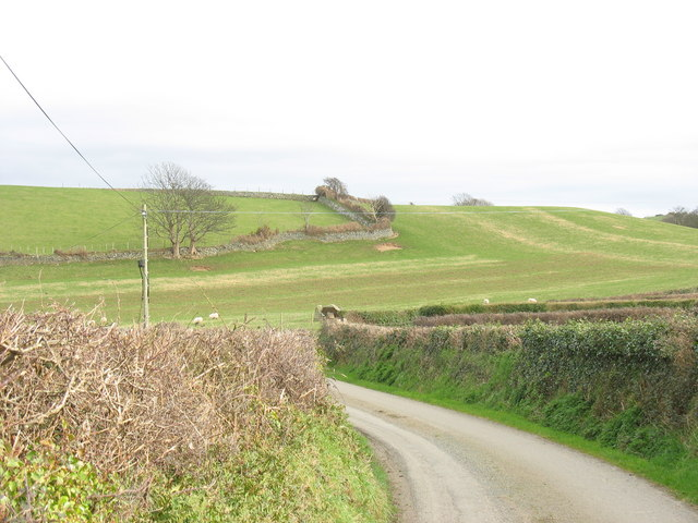 The road to the Pennarth Cromlech