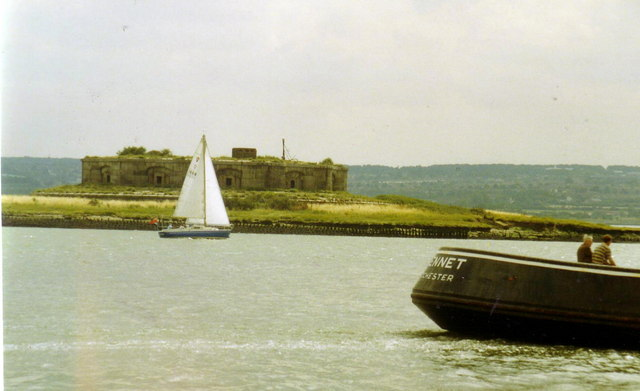 Boats passing Darnet Fort in the Medway