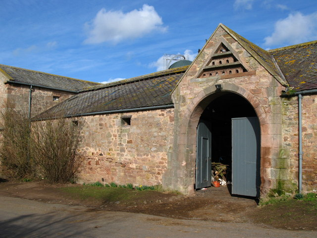 Kimmerston farm steading and doocot