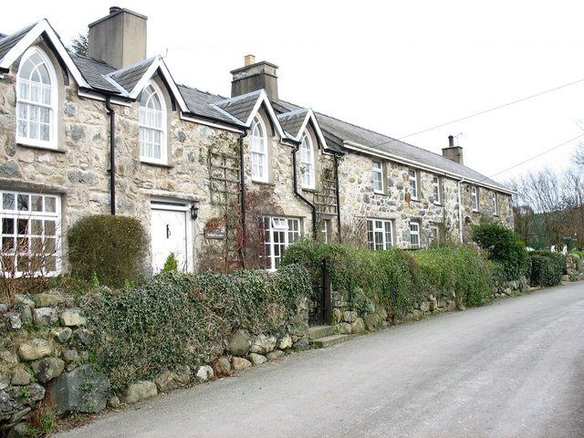 The old mill cottages at Tai'n-lon, Clynnog