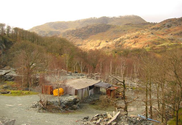 Disused buildings, near Hodge Close quarry