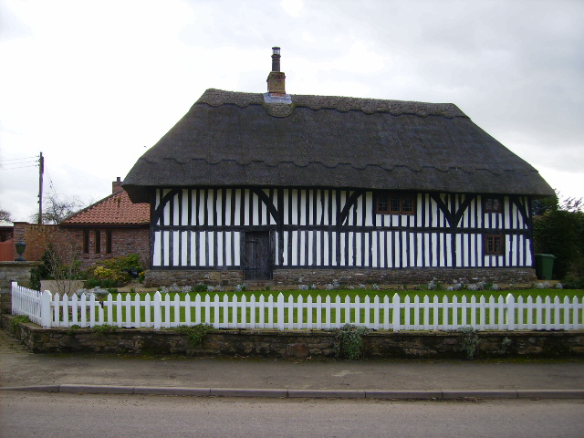 Distinctive thatched cottage in Carlton Husthwaite