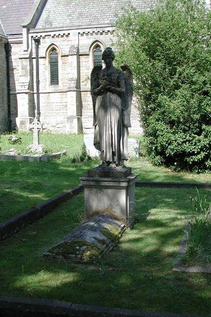 St Mary, Newgate Street, Herts - Churchyard