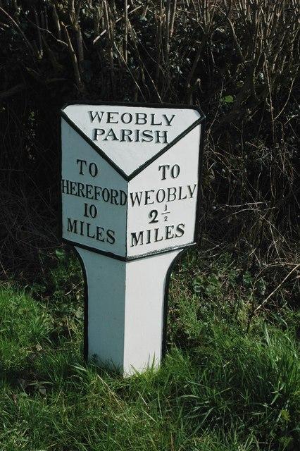Milepost near Devereux Wootton