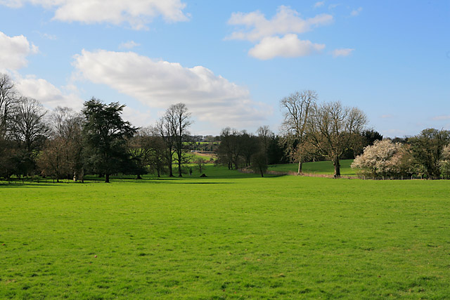 Looking towards Woodcote Park from footpath