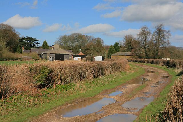 Approaching Wood Farm on footpath
