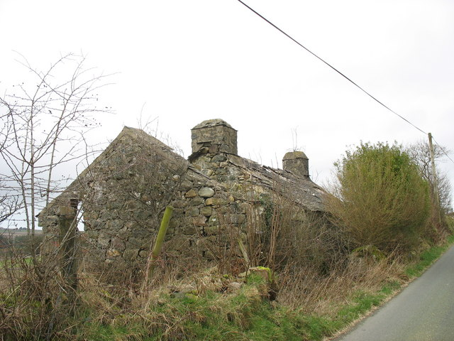 Ruined cottage on the Bwlch-derwin road