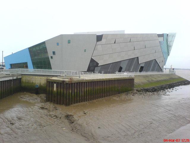 The Deep  Submarium, Hull