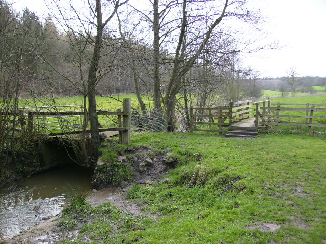 Footbridge at south end of Mill Wood