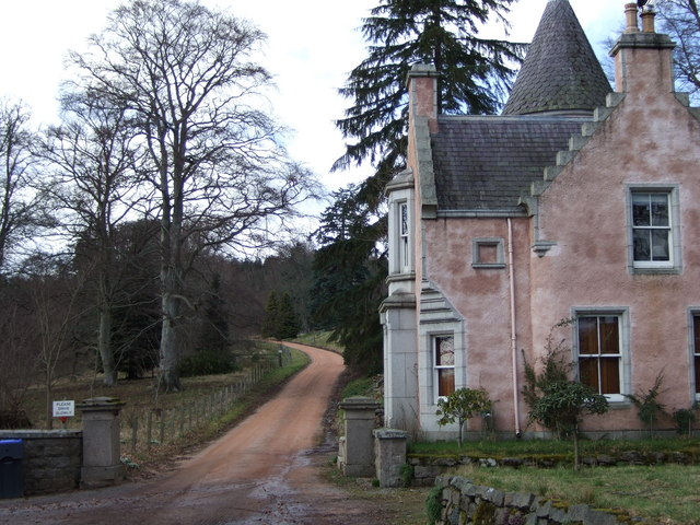 Dess House lodge and driveway