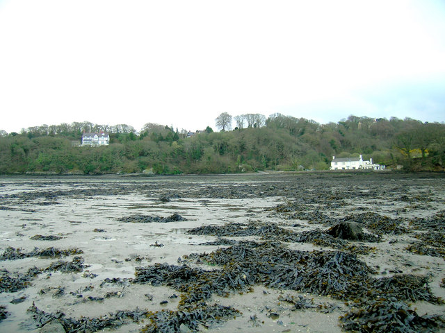 Derwen Deg and Gorad y Gyt at low tide