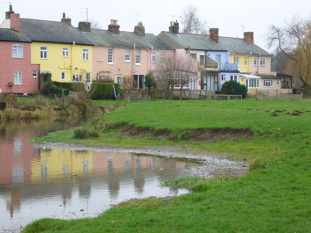 Cottages by River Stour