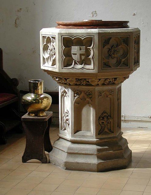 St Andrew & St Mary, Watton-at-Stone, Herts - Font
