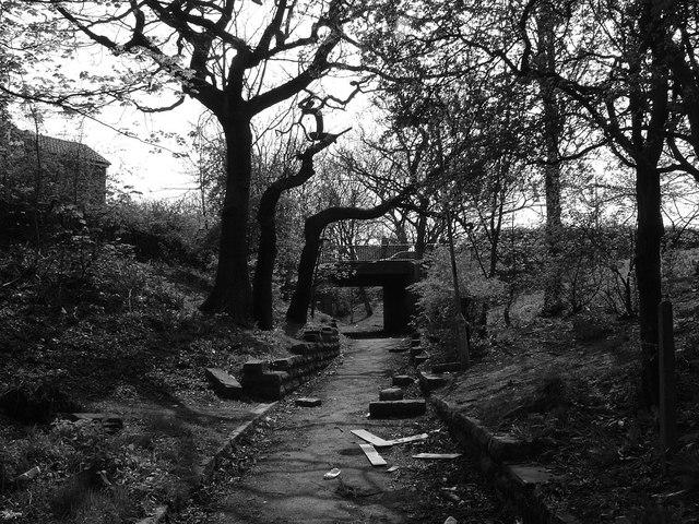 Path up to Constable Road bridge