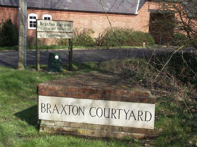 Braxton Courtyard Marker