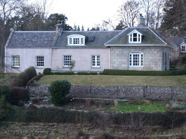 Lodge by Bridge of Dee in Aboyne