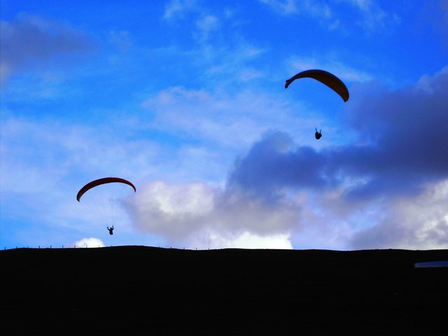 Hang-gliders, Liddington Castle, Swindon
