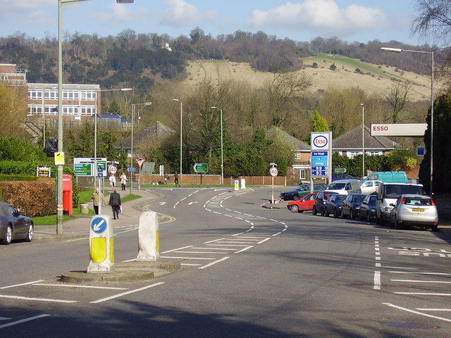 Dorking - Junction of London  Rd. and Deepdene Ave (A24)