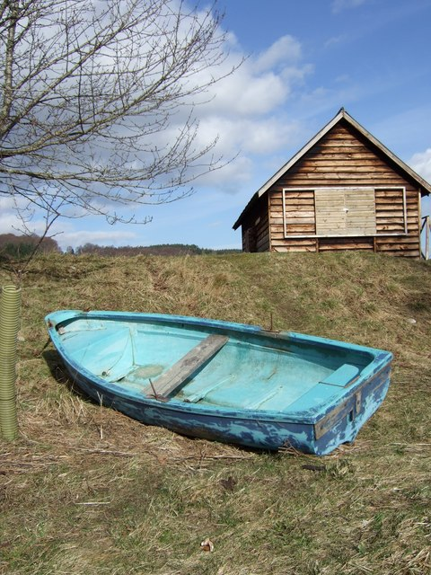 Skiff by bothy on River Dee.