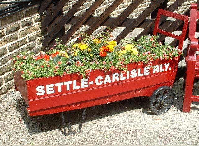 Flower Barrow, Settle Station